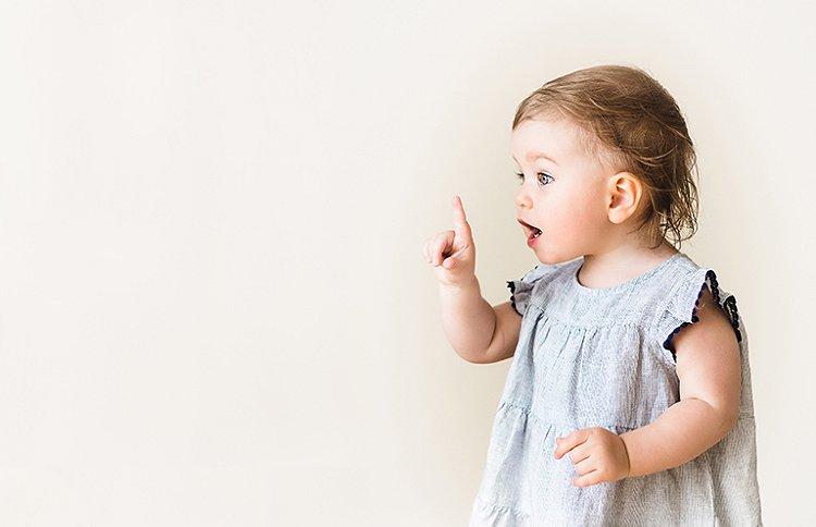 Article sur Marie Cao - Signer avec bébé